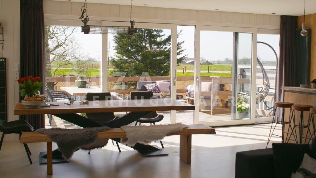 Deza kunststof kozijnen Heerhugowaard - Hoe woon jij? - meer ruimte in Ursem met balkon en schuifpui