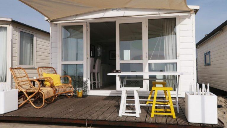 Deza kunststof kozijnen Heerhugowaard - RTL Woonmagazine - glazen pui in strandhuis