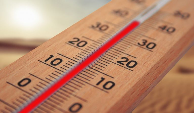 Deza Kozijnen Heerhugowaard - tips om huis en hoofd koel te houden - koele kunststof kozijnen - tips tegen de hitte