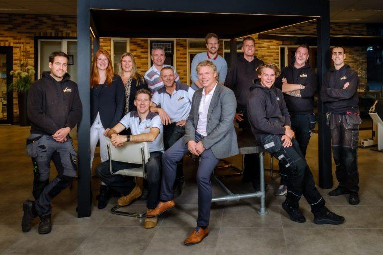 Deza Kozijnen Heerhugowaard - kunststof kozijnen - team 2020 - werkvoorbereider gezocht - Explosieve vraag naar kunststof kozijnen vraagt goed teamwerk