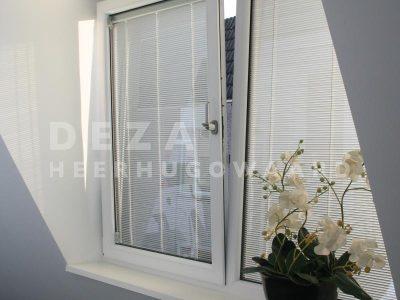 Deza kozijnen Heerhugowaard - dakkapel geeft ruimte Screenline zonwering tussen isolatieglas in draaikiepraam in dakkapel - het belang van ventileren